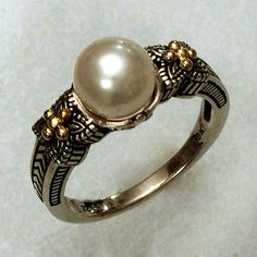 1009. 18k Gold and Sterling Silver Ring with Fresh water Pearl. Lot 1009