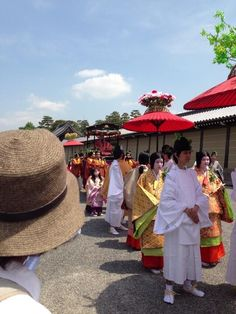 aoi-matsuri.  Men and women dressed in heian robes