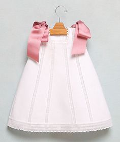 Faldón corto cute white children's dress with pink satin ribbon as shoulder tieslove to make this but with smaller bowsThis is such a beautiful baby girl dress.Adorable baby clothes www.Sewing Inspiration - What a sweet little dress. Little Dresses, Little Girl Dresses, Girls Dresses, Little Girl Fashion, Fashion Kids, Baby Kind, Cute Outfits For Kids, Baby Sewing, Kind Mode