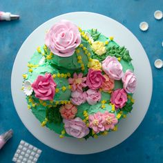 Cactus Cake + Flower Decoration Tutorial- Cactus Cake + Flower Decoration Tutorial This cake is just like a cactus – cute but dangerous. Köstliche Desserts, Delicious Desserts, Dessert Recipes, Yummy Food, Cactus Cake, Cactus Cupcakes, Cake Decorating Videos, Dessert Party, Cookies Et Biscuits