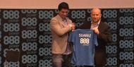 Fotbalistul lui FC Liverpool, Luis Suarez, a fost prezentat astazi intr-o conferinta de presa ca noul ambasador al camerei de poker 888poker.  http://www.kalipoker.ro/stiri-poker/luis-suarez-noul-ambasador-888poker.html