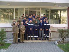 Poză de grup cu  pompierii francezi din orașul Mulhouse - Franța care ne-au predat cursuri de descarcerare si cei de la Grupul de Pompieri Timis.