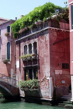 The beautiful architecture on Venice's canals Italy Art, Italy Italy, Venice Canals, Photos Voyages, Santa Lucia, Northern Italy, Italy Travel, Beautiful Places, Building