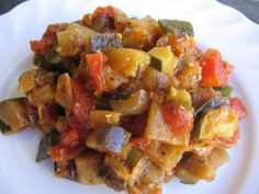 Easy Weight Watchers Ratatouille. A simple and delicious summer main or side dish you can serve lots of ways - over pasta or polenta, in an omelet or crepe, with grilled chicken or fish. YUM! 110 calories, 3 WWPP http://simple-nourished-living.com/2012/07/easy-weight-watchers-friendly-ratatouille-recipe/