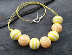 Yellow and white striped round acrylic bead necklace, heart shaped clasp Organza Gift Bags, Acrylic Beads, Handmade Jewellery, Heart Shapes, Beaded Necklace, Jewelry Making, Yellow, Gifts, Beaded Collar
