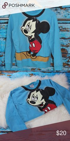 Vintage Mickey Sweater This is in good vintage condition 9/10. True to size. Circa 1987. Vintage Sweaters Crew & Scoop Necks