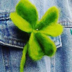 Shamrock flower hair pin and brooch. Hand made felted by galerytouchofrainbow on Etsy Felt Flowers, Flowers In Hair, Flower Hair, Tropical Flowers, Spring Flowers, Rainbow Shop, Celtic Symbols, Felt Brooch, Irish
