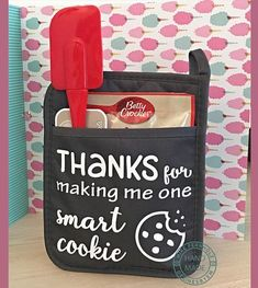 Smart Cookie SVG. Great for teacher's gift. Silhouette Cameo or Cricut Design Space. Vinyl project. #teachergifts Gag Gifts, Craft Gifts, Diy Christmas Decorations, Inkscape Tutorials, One Smart Cookie, Volunteer Gifts, Ideas Hogar, Teacher Christmas Gifts, Valentine Gifts For Teachers