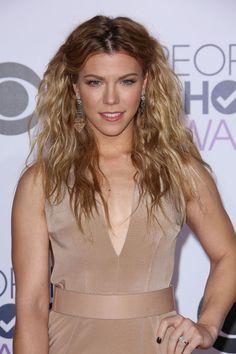 Kimberly Perry's wavy hair