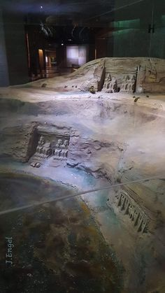 Model that shows the location of the Abu Simbel temples -before and after its transfer- in relation to the water level. Life In Ancient Egypt, Ancient Egyptian Artifacts, Ancient Near East, Old Egypt, In Ancient Times, Ancient Art, Ancient History, Kemet Egypt, Egyptian Temple