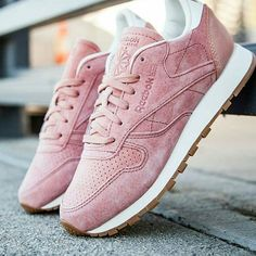 """Please someone help me unlike these pair of trainers. All my trainers are pink... I need to stop #reebok #reebokclassic #trainers #sneakers #fbloggers…"""