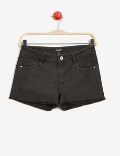 short à bords francs noir