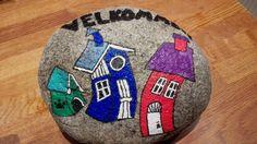 Sten jeg har male på, til at byde mine gæster velkommen.