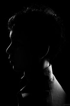 Silhouette / Low key / portrait / profile side. Who's u......... A man. Low Key Photography, Dark Art Photography, Black And White Photography, Low Key Lighting, Low Key Portraits, Preschool Sight Words, Rim Light, Shadow Photos, Sketches Of People
