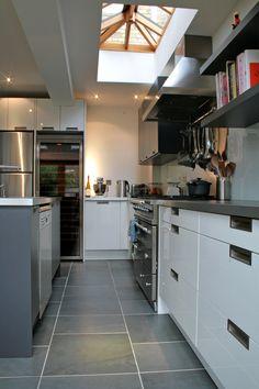 A sleek modern chef's kitchen in this extension of a Victorian terrace contemporary functional kitchen design Interior Design Services, Modern Interior Design, Living Etc, Handmade Kitchens, Home Kitchens, Dream Kitchens, New Kitchen, Kitchen Designs, Kitchen Ideas