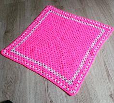 Kleine Häkeldecke für Babys Katzen oder kleine Hunde  small crochet blanket for babies  cats or small dogs  #häkeln#crochet#wolle#wool#diy#handmade#handgemacht#pink#glitter#glitzer#animal#tier#babydecke#babyblanket#katzendecke#hundedecke#catblanket#dogblanket#instacrochet#picoftheday#photooftheday#instagood#häkeldecke#crochetblanket by eastknit