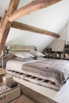 Organic living nature wood home deco bedroom interior design Pallet Bedframe, Wooden Pallet Beds, Diy Pallet Bed, Pallet Furniture, Diy Bed, Pallet Wood, Wood Headboard, Pallet Ideas, Pallett Bed