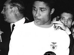 Foi há 50 anos que Eusébio recebeu a Bola de Ouro