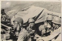 WW2 Japanese Soldier | WW2 Japanese troops having a meal