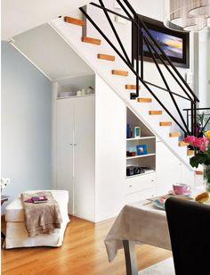 Tiny House Plans 508343876674814363 - Une maison comme un loft Closet Under Stairs, Loft Stairs, Stairway Storage, Storage Stairs, Staircase Interior Design, Tiny House Storage, Stair Decor, Modern Stairs, Tiny House Plans
