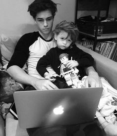 Image in boys 😏 collection by Sofia on We Heart It Siblings Goals, Cute Couples Goals, Family Goals, Cute Family, Baby Family, Children And Family, Teenage Couples, Cute Teenage Boys, Father And Baby