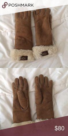 Ugg gloves Lightly worn gloves very warm! UGG Accessories Gloves & Mittens