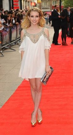 Emma-Roberts-incredibly-ethereal-her-Temperley-London-dress.jpg (320×590)