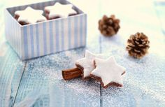 Le Zimtsterne, le stelle alla cannella: biscotti natalizi che adoro !! La ricetta non è difficile, anche se il procedimento richiede un po' di pazienza.