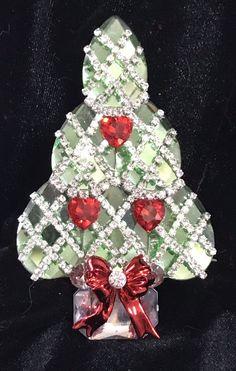 606f2991402 Peridot Mirror Facet Glass Vintage Rhinestone Christmas Tree Pin Brooch  LaHeir   eBay Jewelry Christmas Tree