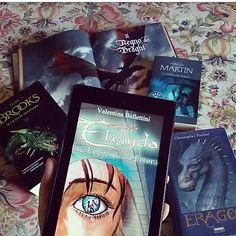 """Ciao lettori!! Siete amanti dei draghi? Allora dovete conoscere Indaco così diverso da quelli di cui siamo abituati a leggere. Indaco è tra i protagonisti di """"Eleinda. Una leggenda dal futuro"""" di @valentina_bellettini primo capitolo della serie """"Eleinda"""" che raccoglie in sé i generi paranormal romance urban fantasy e Sci-Fi.  Trovate la recensione sul blog (link diretto in bio) di seguito la sinossi: Eleonora Giusti è sempre stata una ragazza sola fino al giorno in cui un drago geneticamente…"""