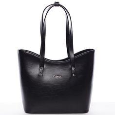 #Delami Luxusní novinka Delami 2016/2017! Elegantní černá dámská kabelka přes rameno. Kabelka na každodenní nošení pojme s přehledem A4. Perfektně padne na rameno i s bundou, má pevný tvar a zespodu ochranné cvočky. Uvnitř je dělený prostor s postranními kapsičkami.