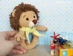 Lion baby rattle - Free crochet pattern by Amigurumi Today