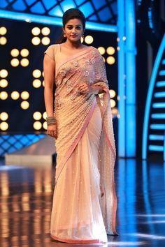cc644b9909d1c3 Trendy Sarees, Stylish Sarees, Fancy Sarees, Beautiful Blouses, Beautiful  Saree, Beautiful