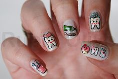 I should paint my nails like this when I go to the dentist next time.