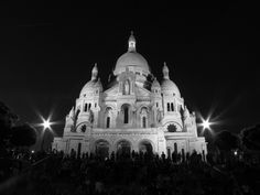 Night in Montmartre Paris Lights, City Lights, Springtime In Paris, France, Travel Memories, Barcelona Cathedral, Places Ive Been, Taj Mahal, Mansions