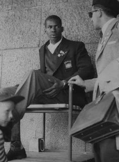 1952- Entrevista. Após a conquista em Helsinque, Adhemar conversa como o repórter do…