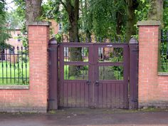 Unitarian Church Gates. Locked during building work at the neighbouring Atkins Building.