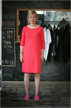 Riikka wearing coral Lumoan Säde #Lumoan @RiikanBlogi #pitsimekko #pitsikaulus Cold Shoulder Dress, Coral, How To Make, Dresses, Fashion, Vestidos, Moda, Fashion Styles, Dress