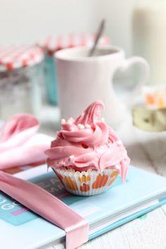 sakurako22 - boho-f-l-o-w:gastrogirl:pink pistachio cupcakes.boho∞