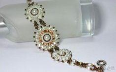Bisutería Pulsera tejida con perlas