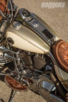 Harley-Davidson Road King lowrider bagger from Dago Dane #harleydavidsonroadkingart