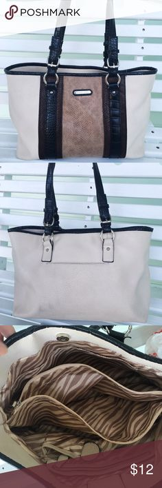 Stylish purse Super cute bag! Classic style with enough details to stand out. Minor defects as shown in picture 4 Bags