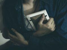 ξεπεράσετε την απιστία Γυναίκα αγκαλιάζει φωτογραφία Zelda Fitzgerald, Scott Fitzgerald, Cool Stuff, Google, Need A Hug, Losing Someone, Good People, Its Ok, You Are Awesome
