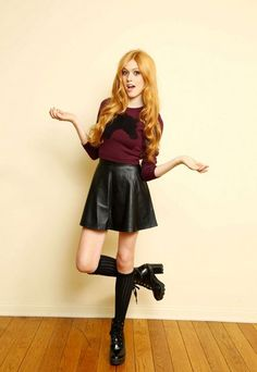 Katherine McNamara is a young red-haired American actress she is only 22 years old! Katherine McNamara best known for the filming of the movies Maze Runner and Katherine Mcnamara, Beautiful Red Hair, Beautiful Redhead, Amy Johnson, Blonde Actresses, Ginger Girls, Redhead Girl, Poses, Celebs