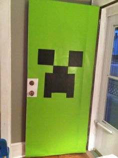 Minecraft Birthday Party decor: make a Creeper front door