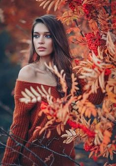 in my dreams: Photo – girl photoshoot poses Photography Poses Women, Autumn Photography, Creative Photography, Photography Tips, Portrait Photography, Photography Classes, Aerial Photography, Fall Senior Pictures, Fall Pictures