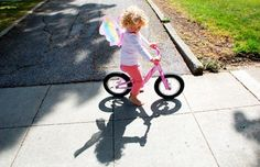 Fun idea for drawing your child's shadow by @Rachelle | Tinkerlab -- perfect for spring!