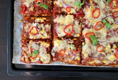 God fredag♥ I 2014 fikk eg en genial ide om å lage pizzabunn med søtpotet. Ideen blei praktisert, oppskrifta blei delt på bloggen og søtpotetpizza har sida då våre en populær pizzahit. Søtpotetpizza er faktisk min nummer 1 mest populære oppskrift på bloggen! Det er ingen tvil om at dere digger sunnare, kreative og spennande vrier …