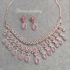 Indian Bridal Jewelry Sets, Wedding Jewelry Sets, Indian Gold Jewelry, Indian Necklace, Jewelry Design Earrings, Pink Jewelry, Craft Jewelry, Necklace Designs, Fancy Jewellery