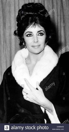 Download this stock image: elizabeth taylor,1962 - EWBNKB from Alamy's library of millions of high resolution stock photos, illustrations and vectors.